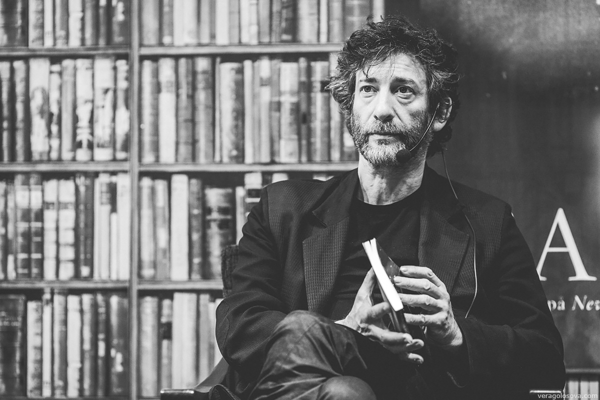[LIVROS] 5 Motivos para começar a ler Neil Gaiman (em frases)