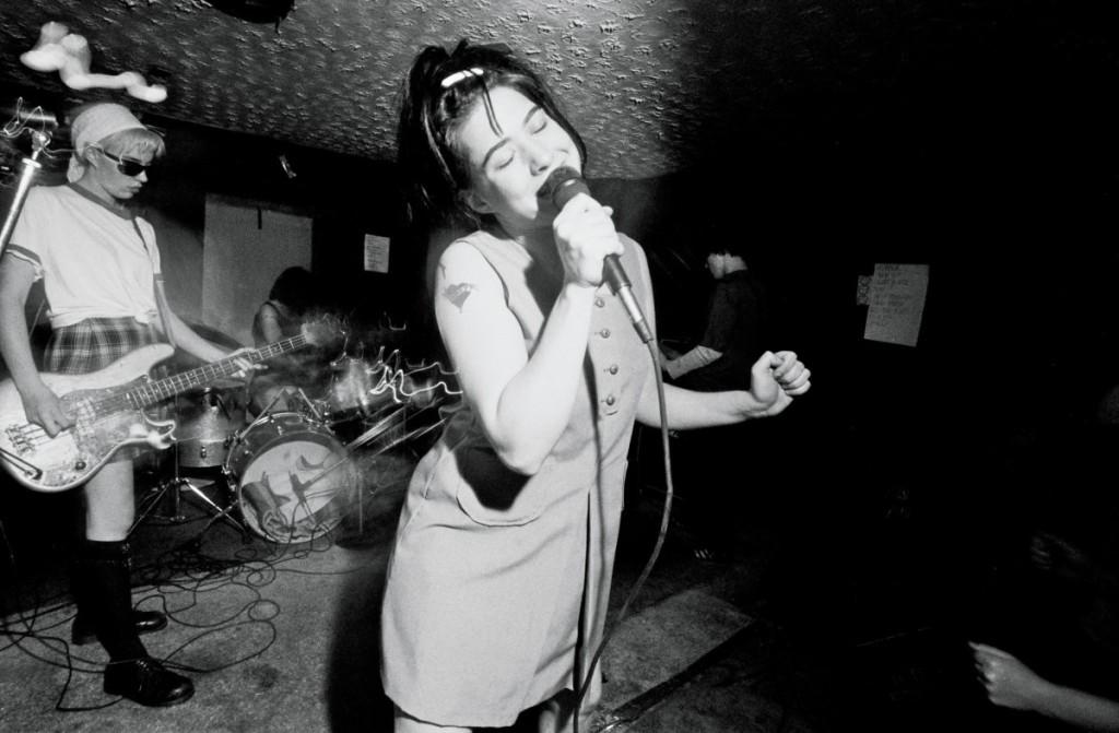 Mulheres e Guitarras: Riot grrrl e a cena punk! (Parte 1)