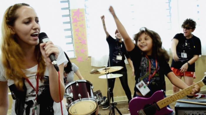[CINEMA] Todas as Meninas Reunidas, Vamos Lá: Girls Rock Camp Brasil ganha documentário!