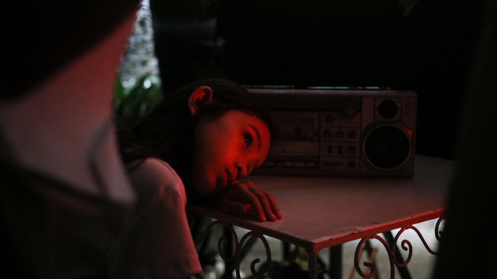 """[CINEMA] """"Ansiosa Tradução"""" e """"O Visto e o Não Visto"""": fábulas sobre a ausência pelo olhar das crianças"""