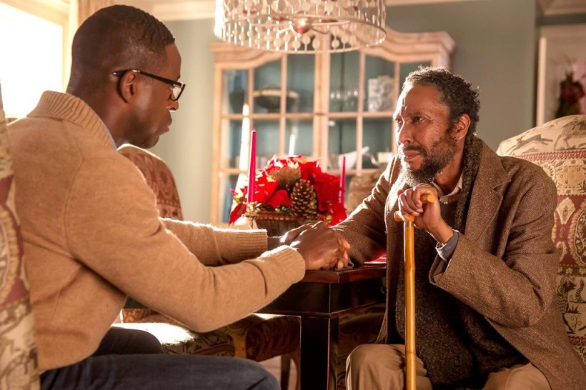 "Randall Pearson (Sterling k. Brown) e William (Ron Cephas Jones) em ""This is Us"""