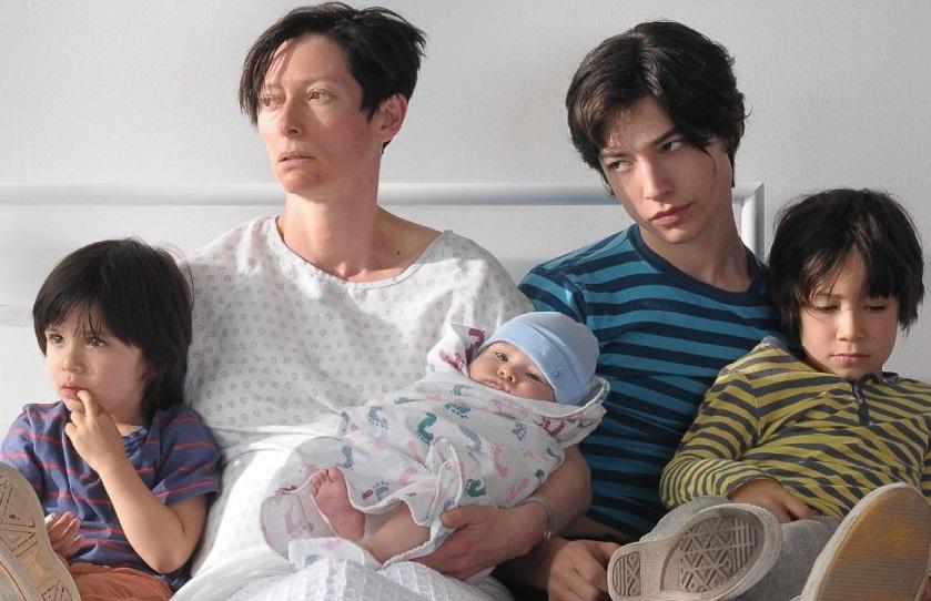 [OPINIÃO] Uma reflexão sobre maternidade compulsória e a jornada exaustiva e solitária das mães
