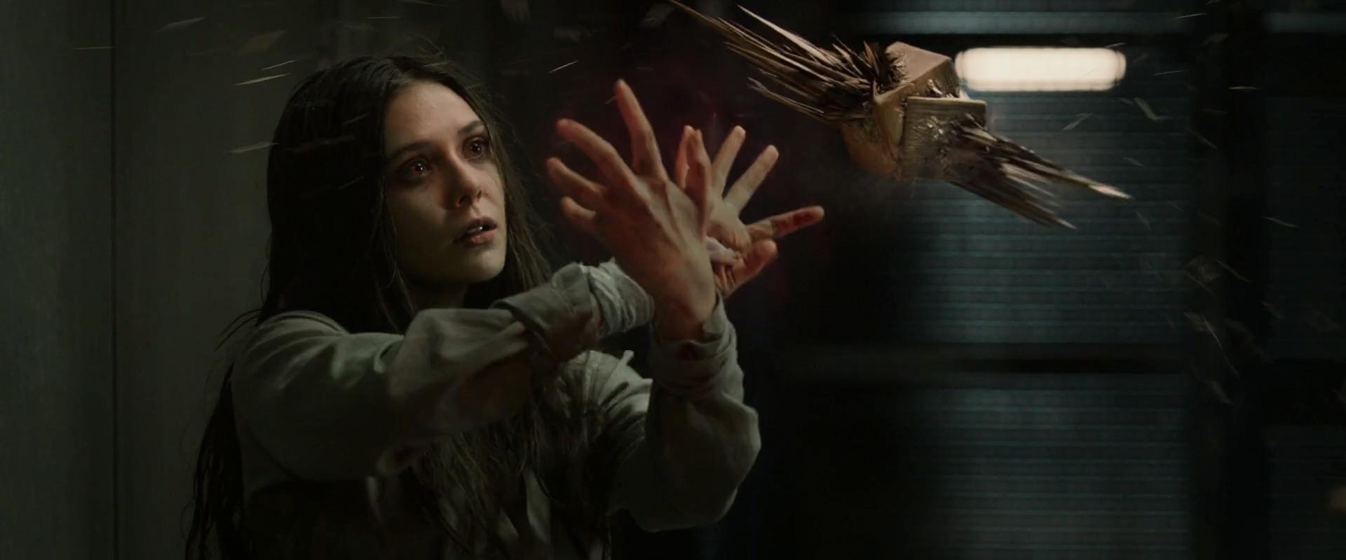 Feiticeira Escarlate (Elizabeth Olsen)
