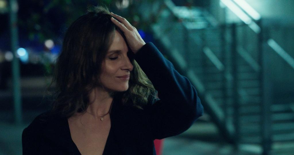 Claire (Juliette Binoche)