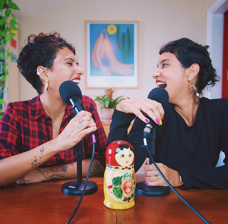 mulheres podcasters