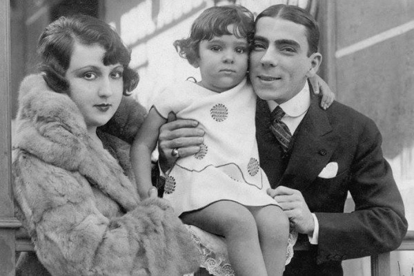 Bibi Ferreira (no meio) com os pais, Procópio Ferreira e Aída Izquierdo