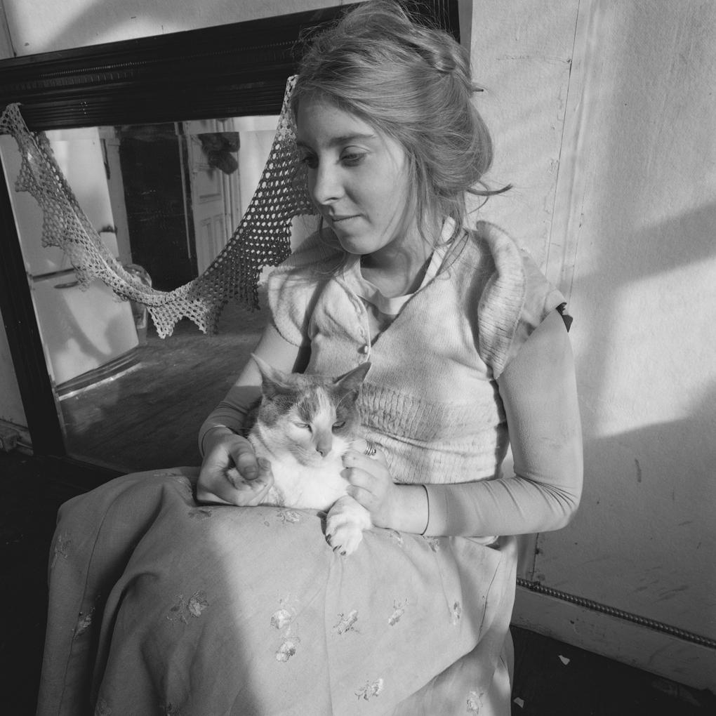 Francesca Woodman em seu estúdio. Foto de Douglas D. Prince