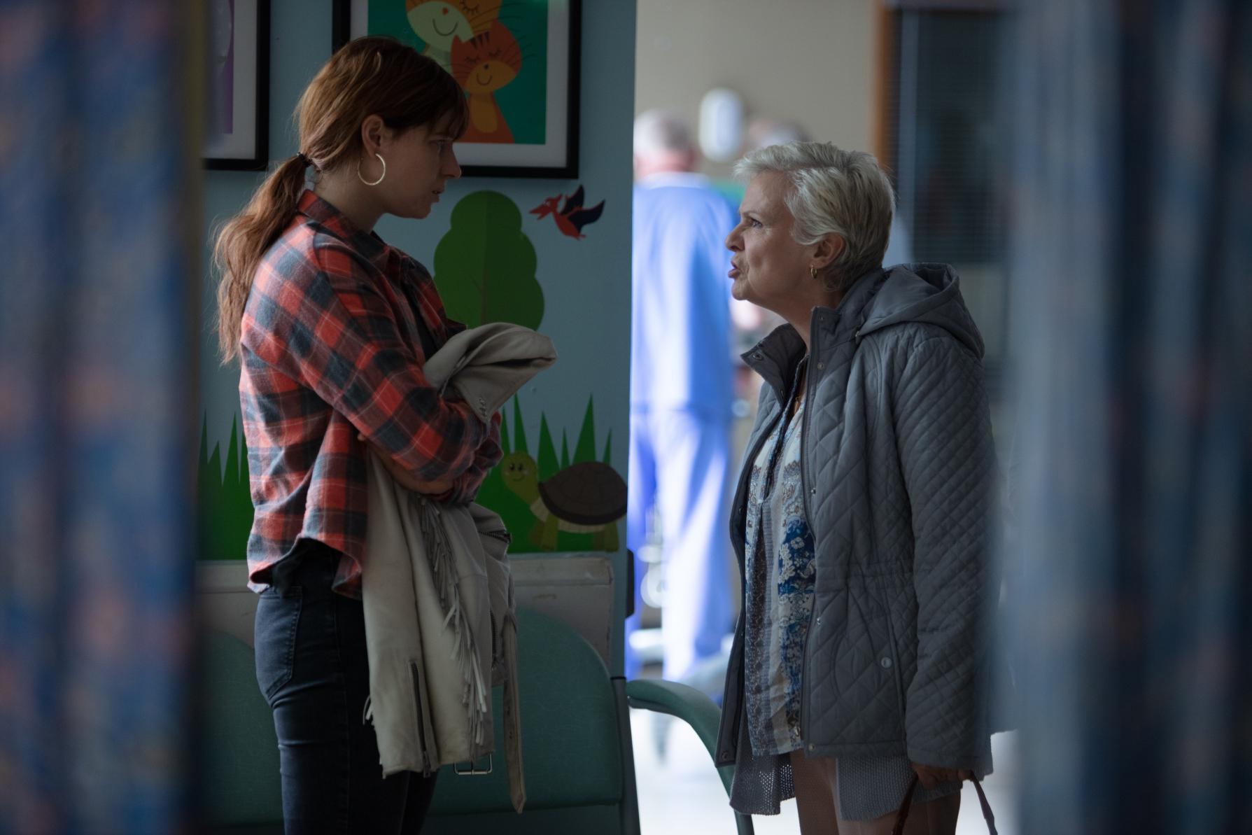 Rose-Lynn Harlan (Jessie Buckley) e Marion (Julie Walters)