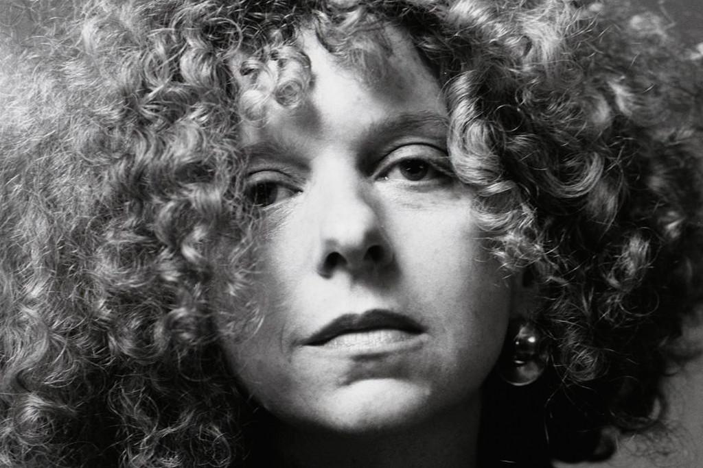 Barbara Kruger e as representações da mulher nos espaços públicos e privados