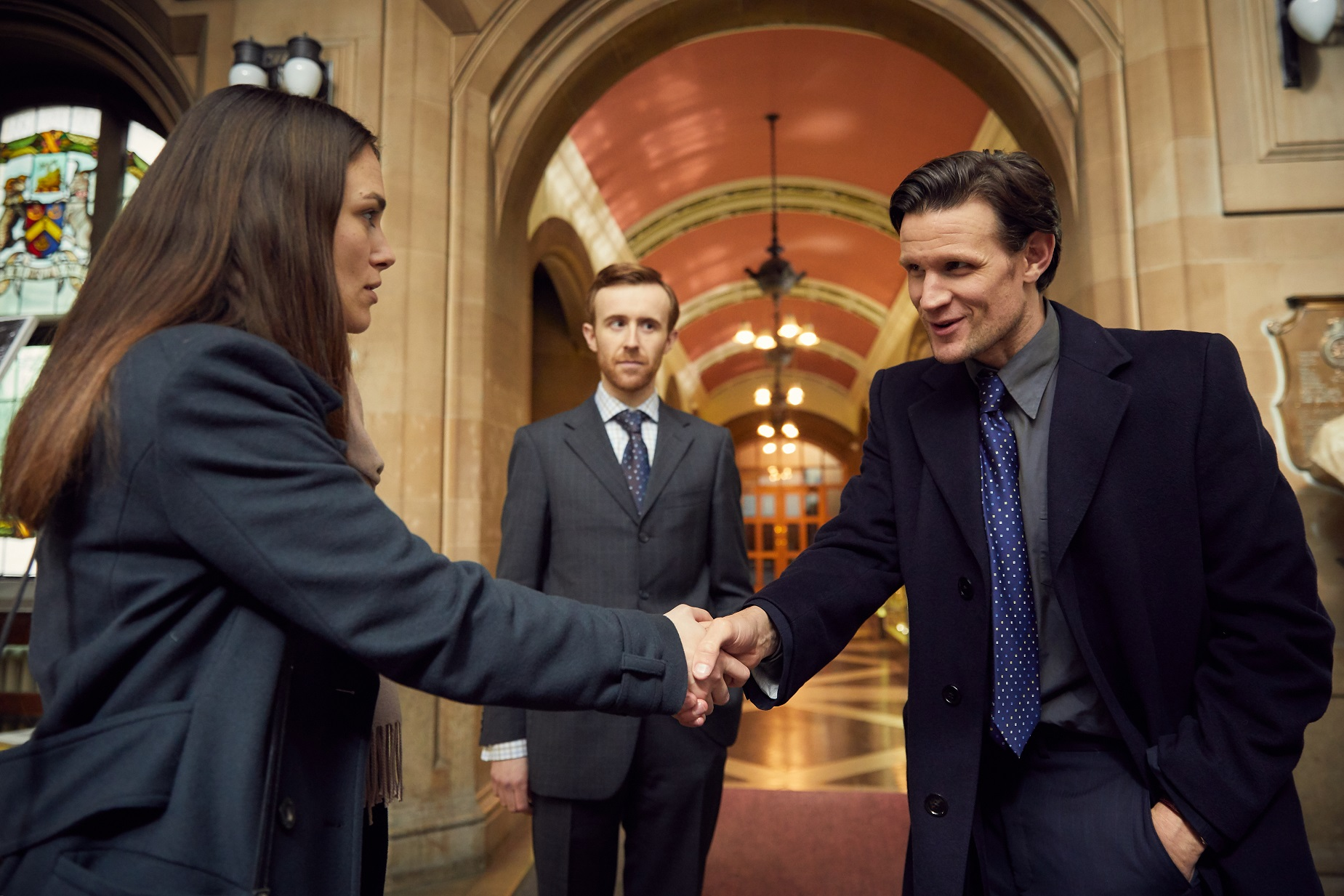 Katharine Gun (Keira Knightley) e Martin Bright (Matt Smith)
