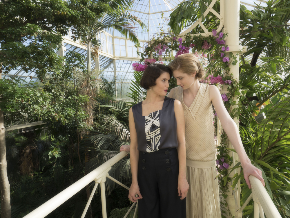 Vita Sackville-West (Gemma Arterton) e Virginia Woolf (Elizabeth Debicki)