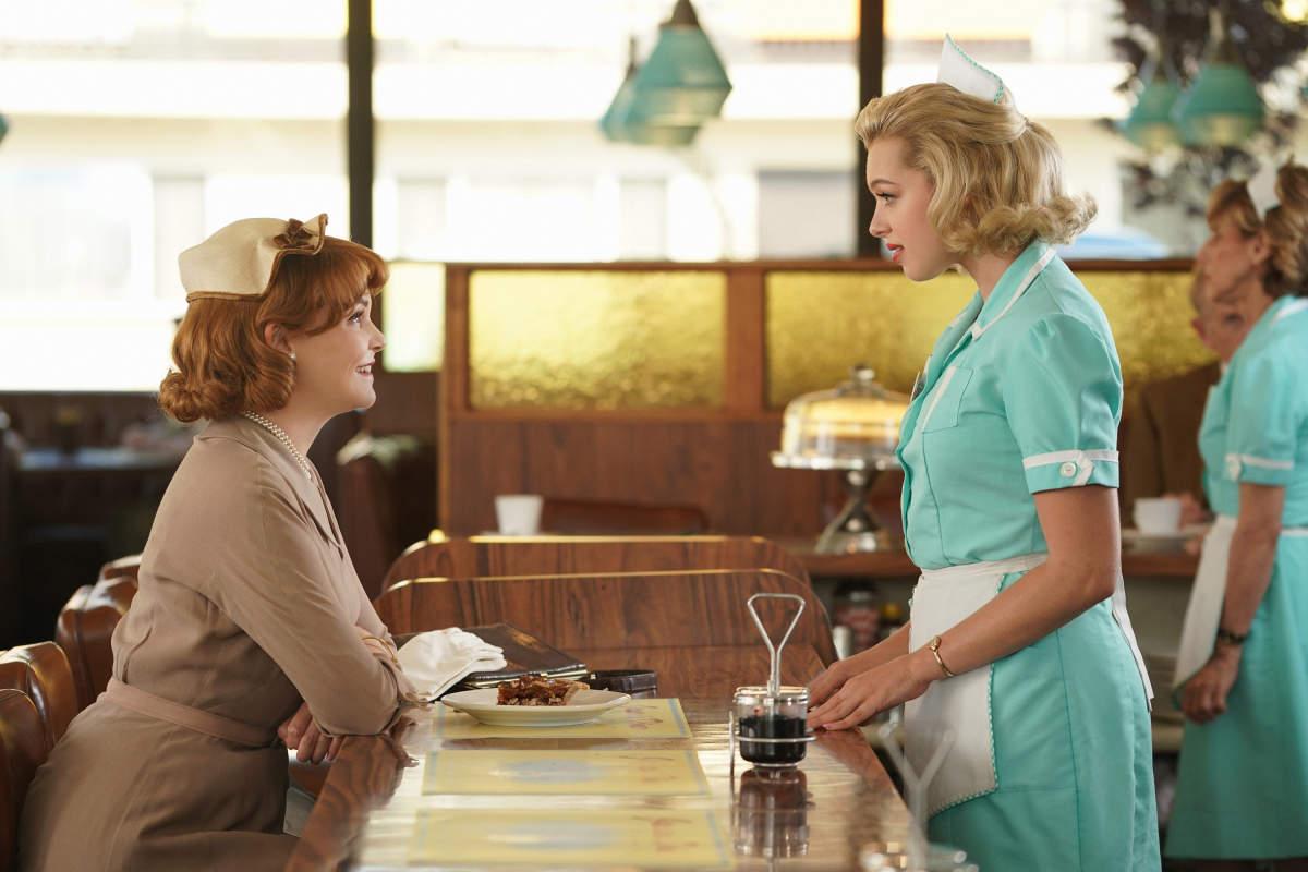 """Beth Ann (Ginnifer Goodwin) encontrando-se com April (Sadie Calvano) em """"Why Women Kill"""""""