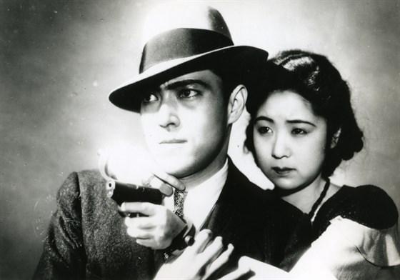 """Kinuyo Tanaka atuando em """"Hijôsen no onna"""" ou """"Dragnet Girl"""" (1933), de Yasujirō Ozu"""