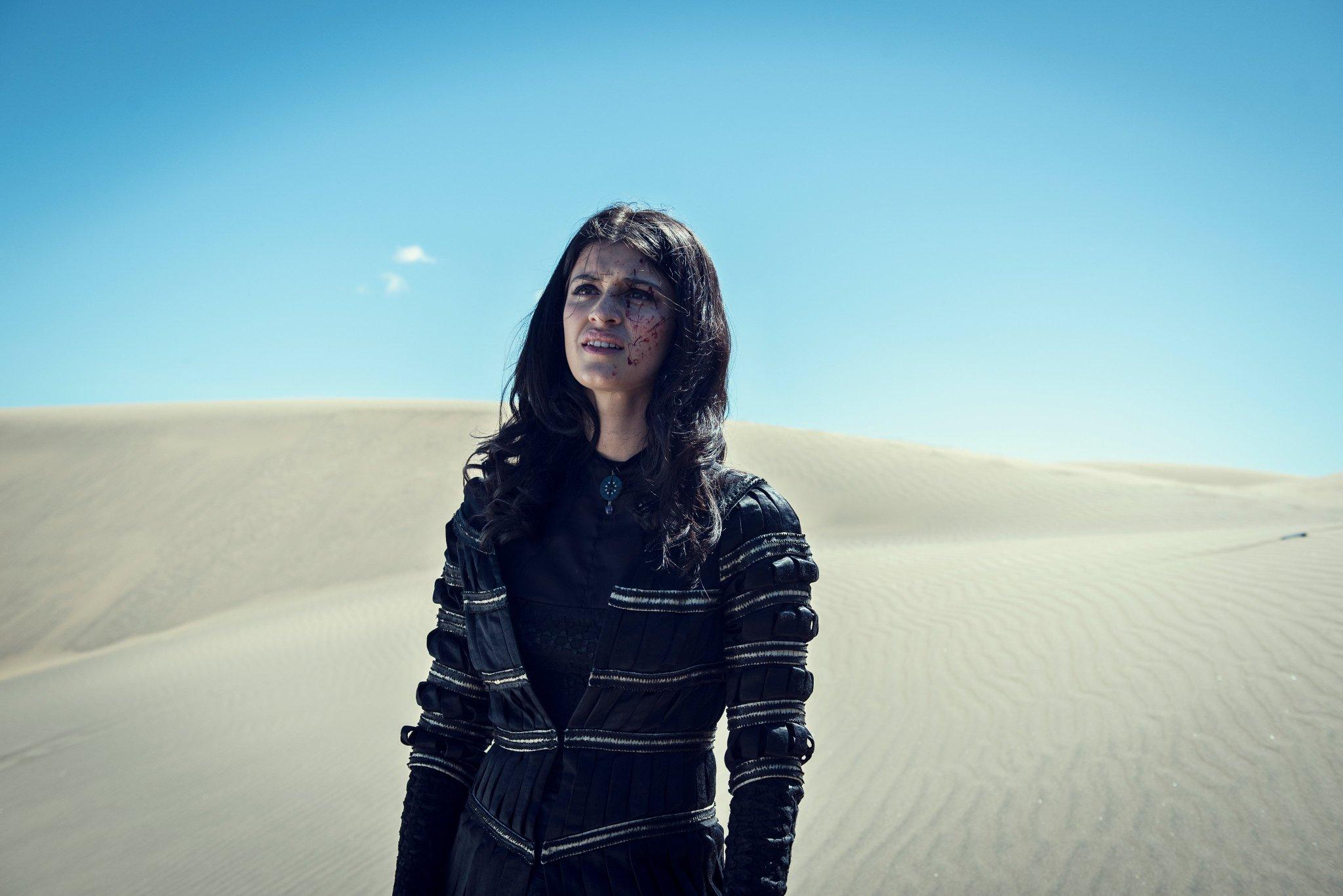 "Anya Chalotra (Yennefer de Vengerberg) em ""The Witcher"""