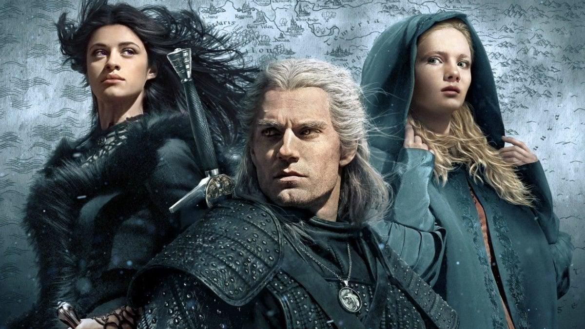 Yennefer (Anya Chalotra), Geralt (Henry Cavill) e Ciri (Freya Allan)