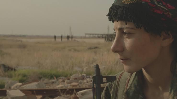 Curdistão: Garotas em Guerra (2016), de Mylene Sauloy [França]