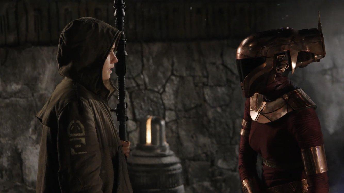 Rey e Zorii Bliss (Kerry Russell) em A Ascensão Skywalker