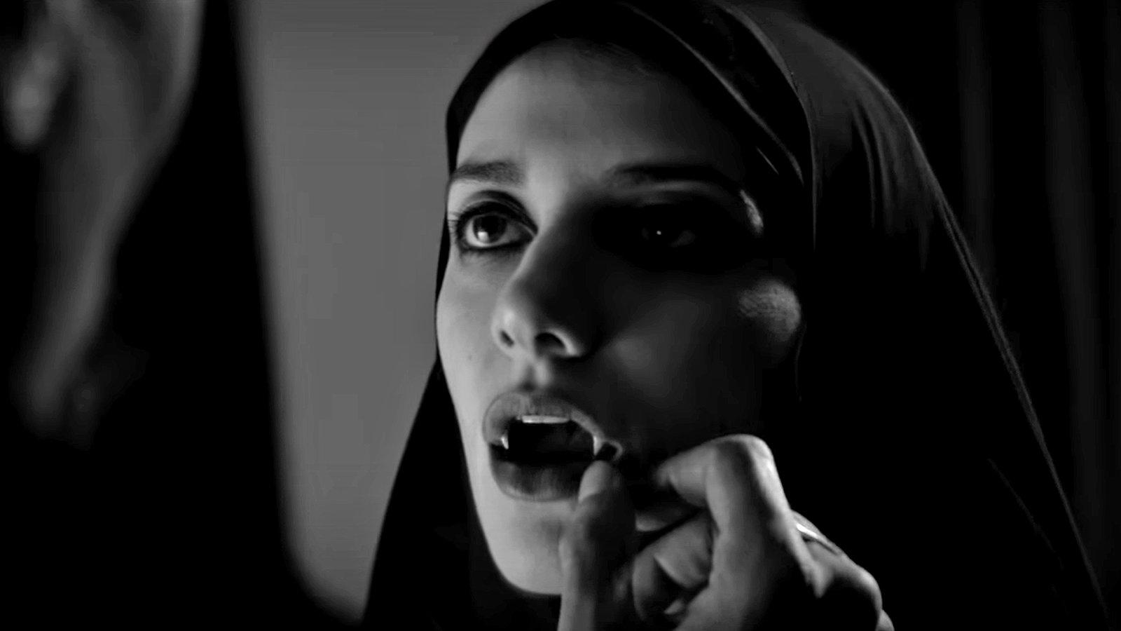 Garota Sombria Caminha pela Noite (2014), de Ana Lily Amirpour [EUA]