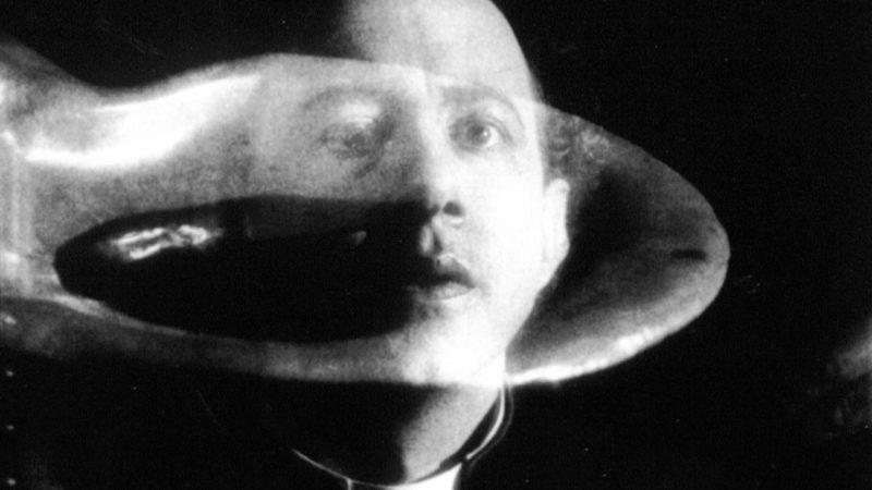 """Cena de """"La Coquille et le Clergyman"""" (1927), Germaine Dulac"""