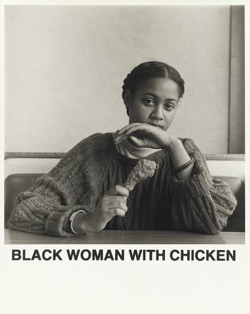 Black Woman with Chicken, de Carrie Mae Weems