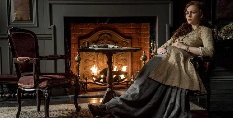 Brianna grávida na casa de Jocasta na 4ª temporada de Outlander.