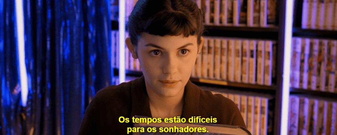 """Cena do filme que demonstra Amélie com uma legenda: """"Os tempos estão difíceis para os sonhadores."""""""