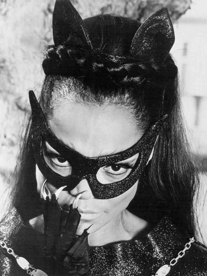 Eartha Kitt como Mulher Gato.