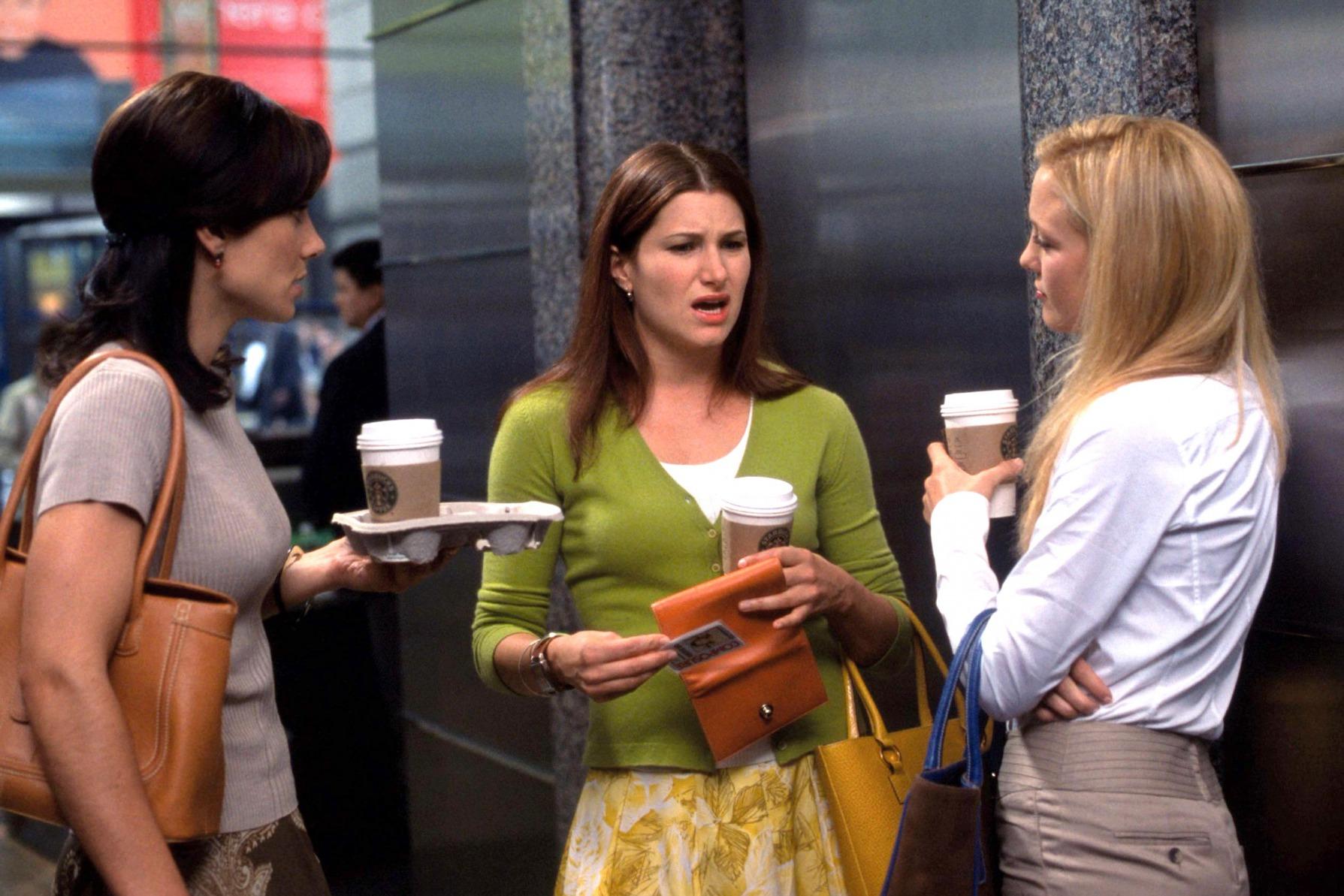 """Kathryn Hahn e Kate Hudson no filme """"Como perder um homem em dez dias""""."""