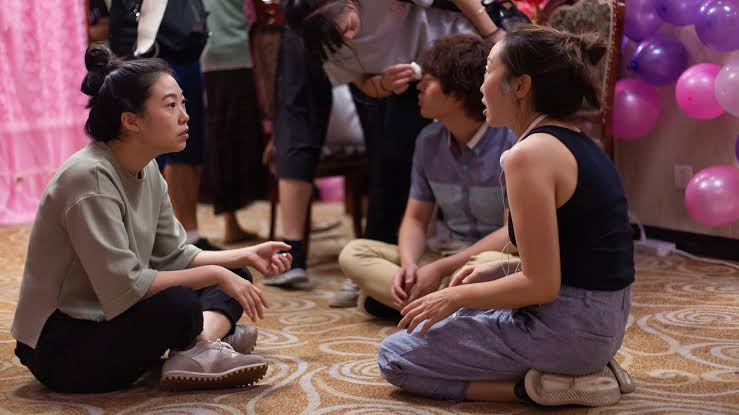 "Awkwafina e Lulu Wang no set de ""A Despedida"" - artistas que mereciam ter sido indicadas ao Oscar 2020"
