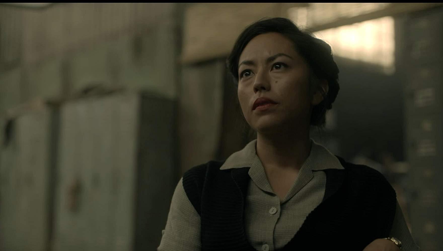Sarah, membro da Resistência, ajuda a executar planos contra o Império japonês na série.