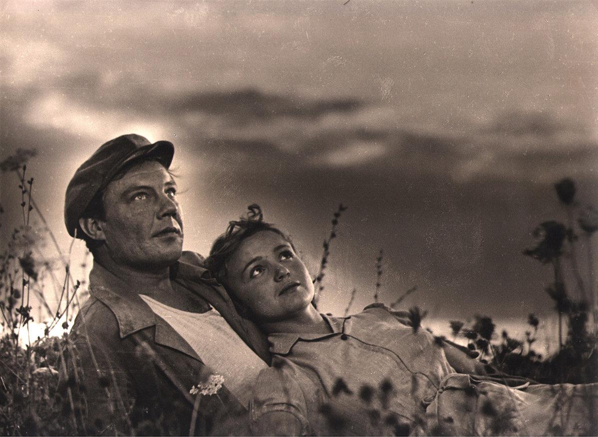 """Cena de """"Poem of the Sea"""" (1958)."""
