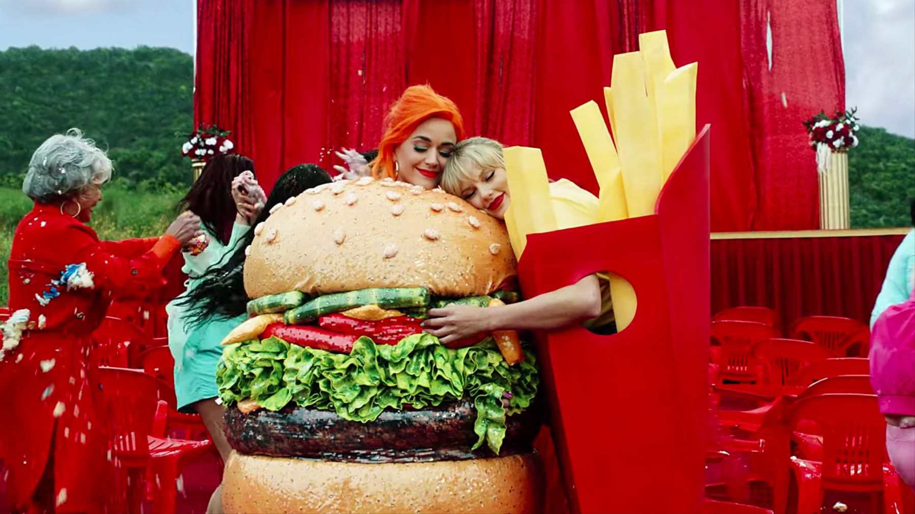 "Katy Perry e Taylor Swift em ""You Need To Calm Down"""