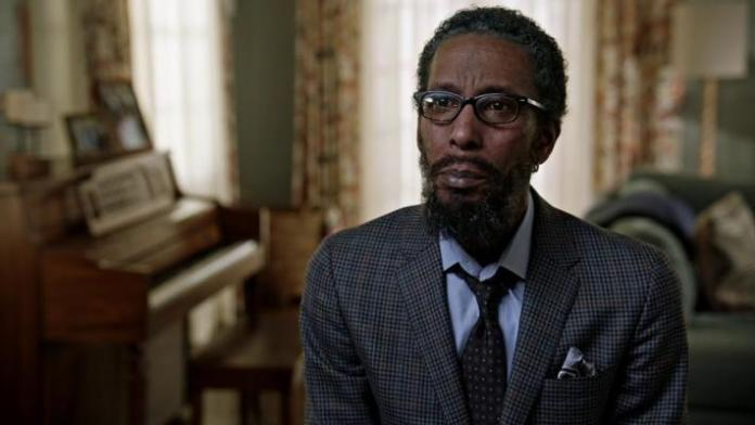 William Hill (Ron Cephas Jones)