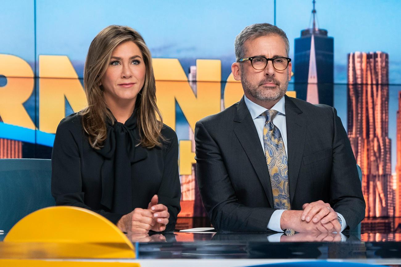 """Jennifer Aniston e Steve Carrel em """"The Morning Show""""."""