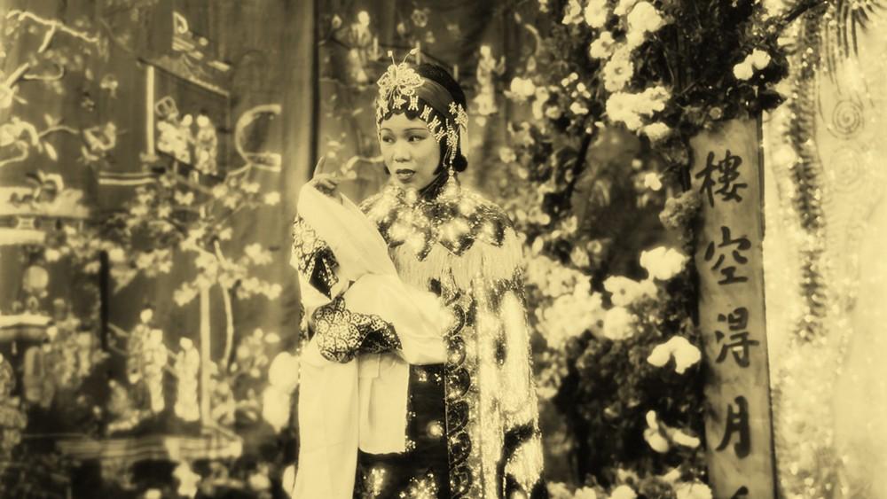 """Wai Kim-fong em cena de """"Heartaches"""" (1935)."""