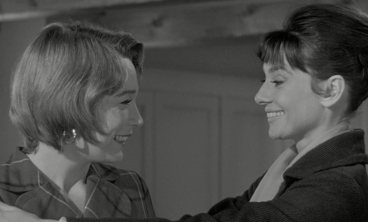 """Martha e Karen em cena de """"Infâmia"""" (1961)."""