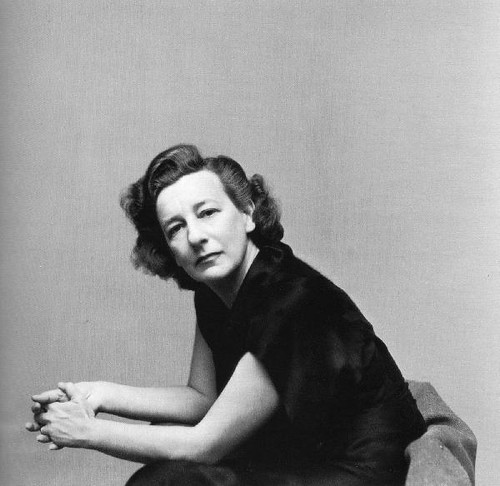 A dramaturga Lillian Hellman.