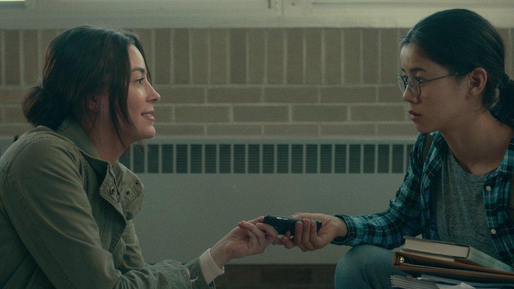 """Ellie Chu e Aster Flores em """"Você Nem Imagina"""""""