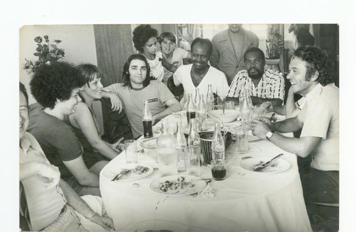 """Adélia e equipe de """"O segredo da rosa"""" (1974)"""