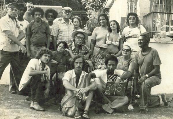 """Sampaio e equipe durante as gravações de """"Ele, ela quem?"""" (1980)"""