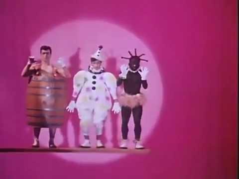 Cena do vídeo Slave to The Rhythm, da Grace Jones.