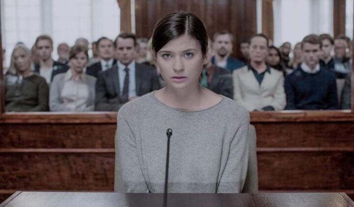 """Maja (Hanna Ardéhn) em cena da série """"Areia Movediça"""", adaptação da Netflix."""