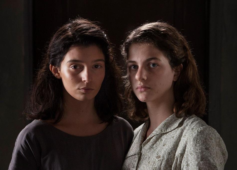 Lila (Gaia Girace), e Lenu (Margherita Mazzucco), como Lila e Lenu na adaptação para a HBO da saga napolitana.