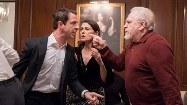 Kendall, Logan e Marcia em uma das muitas confusões em Succession.
