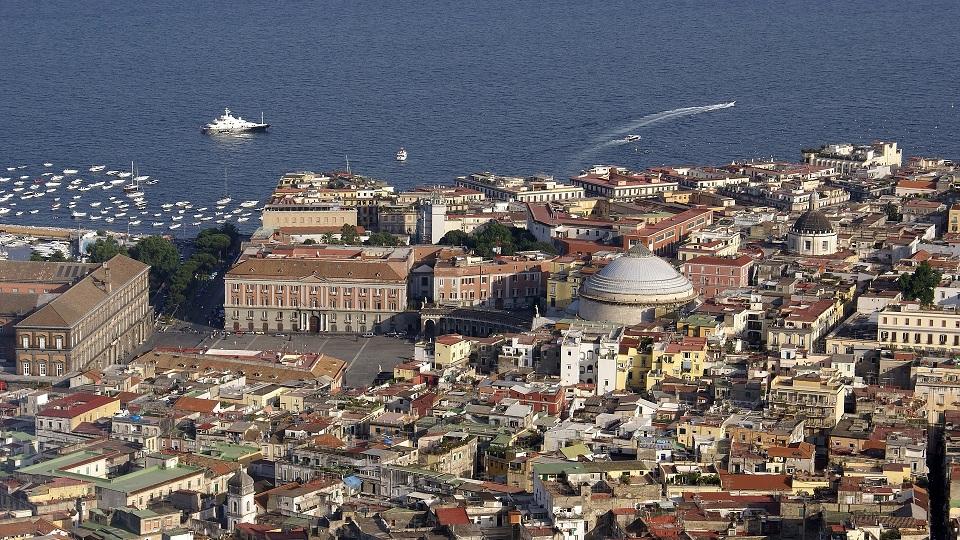 Difícil dissociar Nápoles de Elena Ferrante.