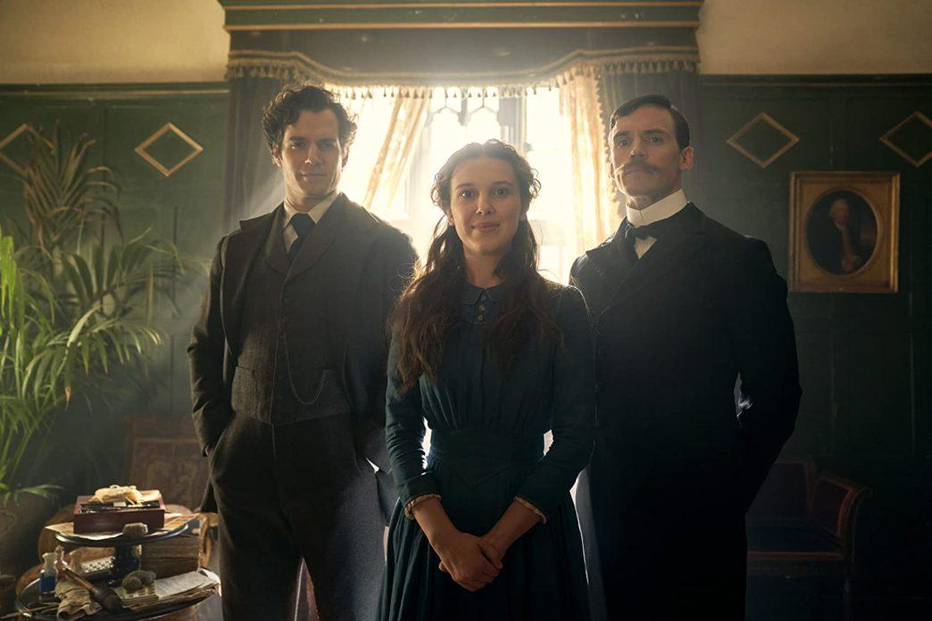 Enola, Sherlock (Henry Cavill) e Mycroft (Sam Claflin).