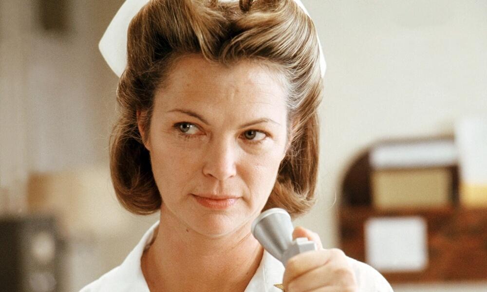 """Louise Fletcher como Mildred Ratched em """"Um Estranho no Ninho"""" (1975)"""