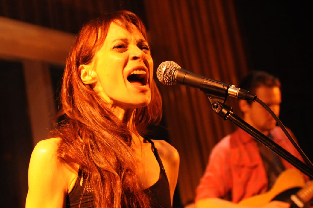 A cantora sofreu desde muito cedo com depressão, ansiedade e transtorno obsessivo compulsivo, temas frequentes em suas músicas.