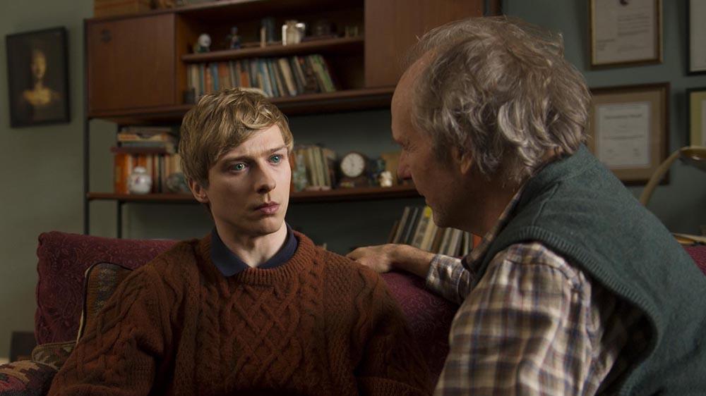 Will Tudor e William Hurt em Humans