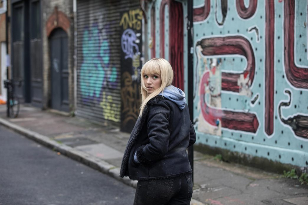 Emily Berrington como Niska em Humans
